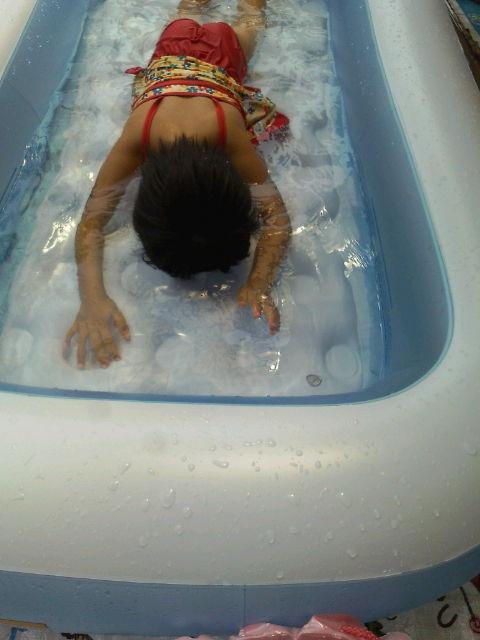 色水とプール